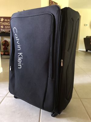 "XL Calvin Klein Expandable Spinner Luggage. 34"" H x 22.5"" W x 12"" D (Including wheels) for Sale in Bay Lake, FL"