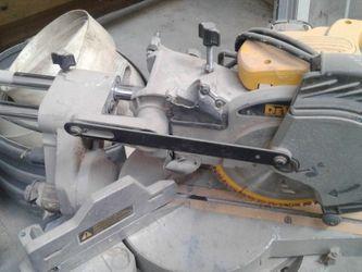 8 1/4 In Dewalt Slide Saw Corded for Sale in Medina,  OH