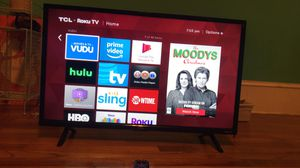 TCL 32' inch roku tv, like brand new. for Sale in Greer, SC