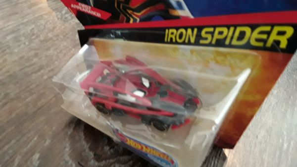 Marvel Avengers Iron Spider Hot Wheels Car