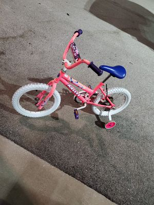 Girls 16 inch bike with training wheels for Sale in Bloomingdale, IL