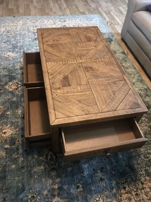 Grindleburg Coffee Table with Lift Top for Sale in Lithia, FL