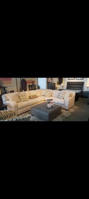 Sectional sofa with ottoman & table with 4 chairs for Sale in Miami, FL