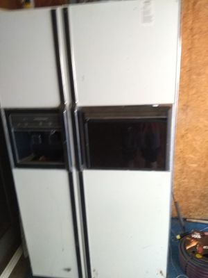 2 refrigerators, both worked come get them for Sale in Pittsburgh, PA