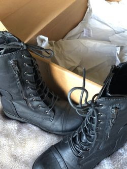 B.New- Female Dress Military Style Boots - size 7 🍁 for Sale in Las Vegas,  NV