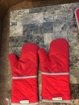 KitchenAid oven mitts for Sale in Las Vegas, NV