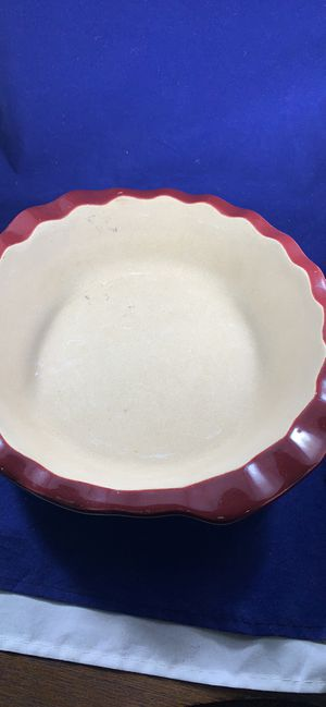 Pampered Chef pie plate wine stoneware 10 inch. W handles for Sale in Alexandria, VA