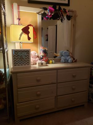 Kids furniture ( queen + twin sized bed and dresser) for Sale in Riverview, FL
