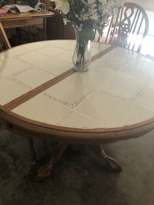 Round kitchen table (only) for Sale in Everett, WA