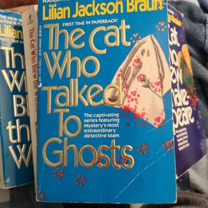 The Cat Who Talked To Ghosts, Lillian Jackson Braun, Paperback for Sale in Auburn, WA