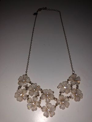 Charming Charlie's White Flower Necklace for Sale in Payson, AZ