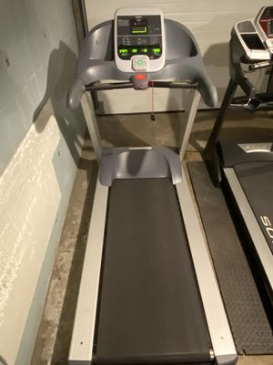 Precor 932i Commercial Treadmill for Sale in Castle Shannon, PA