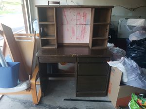 Student Desk with Hutch for Sale in Spring Valley, CA