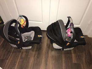 (TWIN SET) TWO Graco Key Fit 30 infant car seats with base for Sale in Dallas, TX