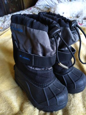 Waterproof kids snow boots size 7 for Sale in La Presa, CA