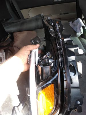 2019 Jeep astute right headlight for parts for Sale in Los Angeles, CA