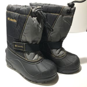 Columbia snow boots - Snowboots kids size 12 for Sale in Grand Terrace, CA