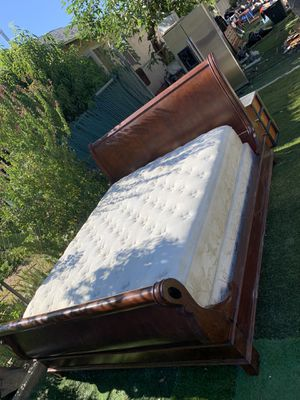 Nice king size bed for Sale in Fresno, CA