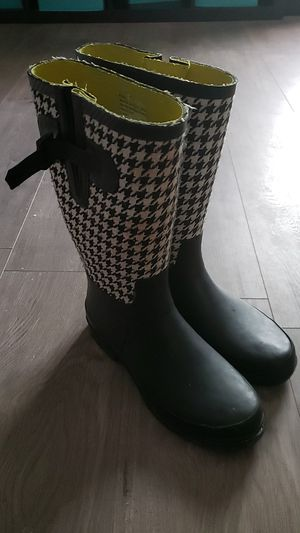 Rain boots black and white size 7 for Sale in Raleigh, NC
