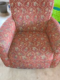 Red/floral Pattern Loveseat for Sale in Cornelius,  OR