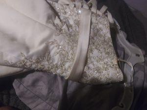 Size 2 wedding dress for Sale in Trussville, AL