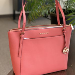 New Authentic MICHAEL KORS Large Tote Bag for Sale in Lakewood, CA
