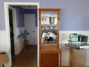 Entry Way stand with mirror for Sale in Lake Wales, FL