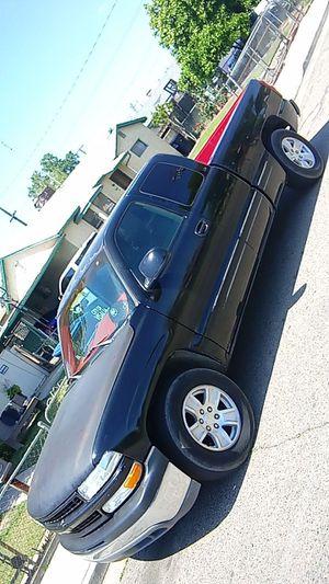 Chevy silverado 2000 for Sale in Dinuba, CA
