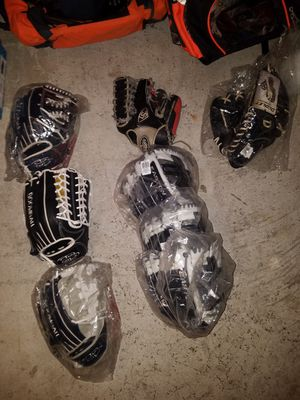 Softball baseball gloves for Sale in Staten Island, NY