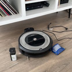 iRobot 690 w/ Extra Filter for Sale in Chicago,  IL