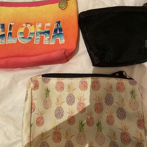 Free Pineapple Makeup Bags And Container for Sale in Corona, CA