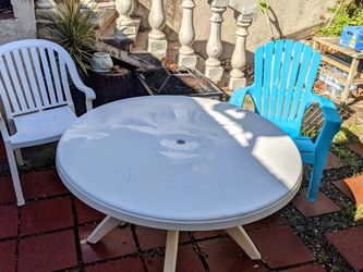 Two Chairs And Table for Sale in Walnut,  CA