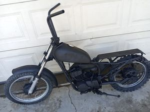 Yamaha Two-stroke 80cc old school style don't know what's wrong with it motor has compression I don't know what it needs for Sale in Hesperia, CA
