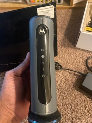 Motorola cable modem (16x4 DOCSIS 3.0) + Netgear Centria router combo for Sale in Bellevue, WA