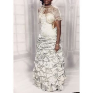 Elegant Beaded Gold Gown for Sale in Montpelier, MD