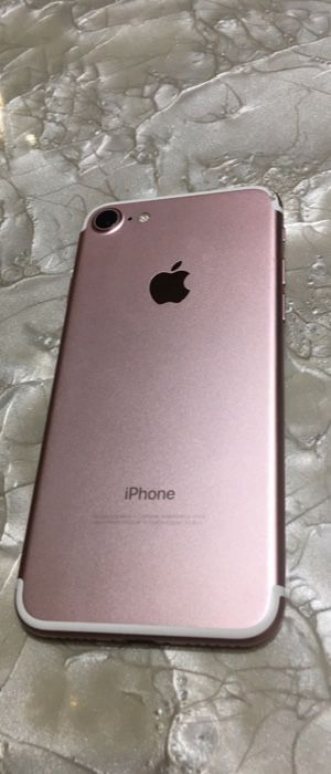 (PRICE IS FIRM) CARRIER UNLOCKED IPHONE 7 32GB (30 DAY WARRANTY) for Sale in Washington, DC