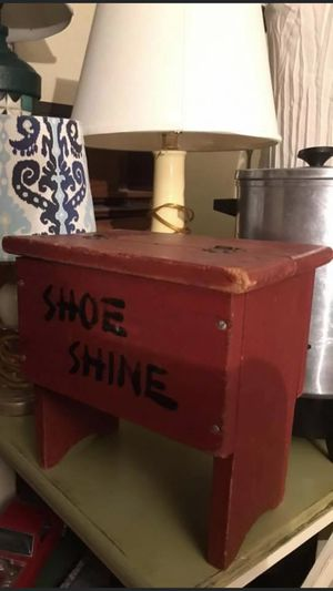 Antique shoeshine box with supplies inside $40 pick up in Canyon country crossposted MQ for Sale in Newhall, CA