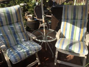 Tea table patio set in good working conditions for Sale in Los Angeles, CA