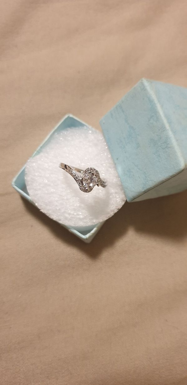 925 sterling silver CZ ring size 6.5 /7