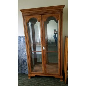 Beauitful Inside Light Up 5-Shelf Cabinet for Sale in Cuyahoga Heights, OH