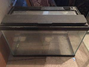 10 Gallon Tank w/lid. for Sale in Mount Carmel, PA