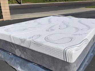 Queen Cooling Hybrid Gel Memory Foam Mattress for Sale in Redondo Beach,  CA