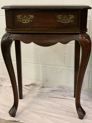 Small Table for Sale in Gaithersburg, MD
