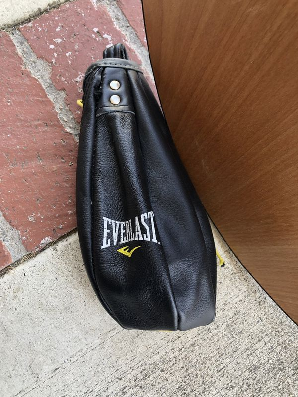 Adjustable Boxing Speed Bag with Mount (Everlast)