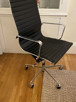 Leather Office Chair (6 Months Old - Like New Condition) for Sale in Boston,  MA