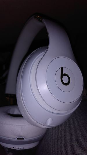 Beats by Dre studio 3 wireless white and gold headphones for Sale in Seattle, WA