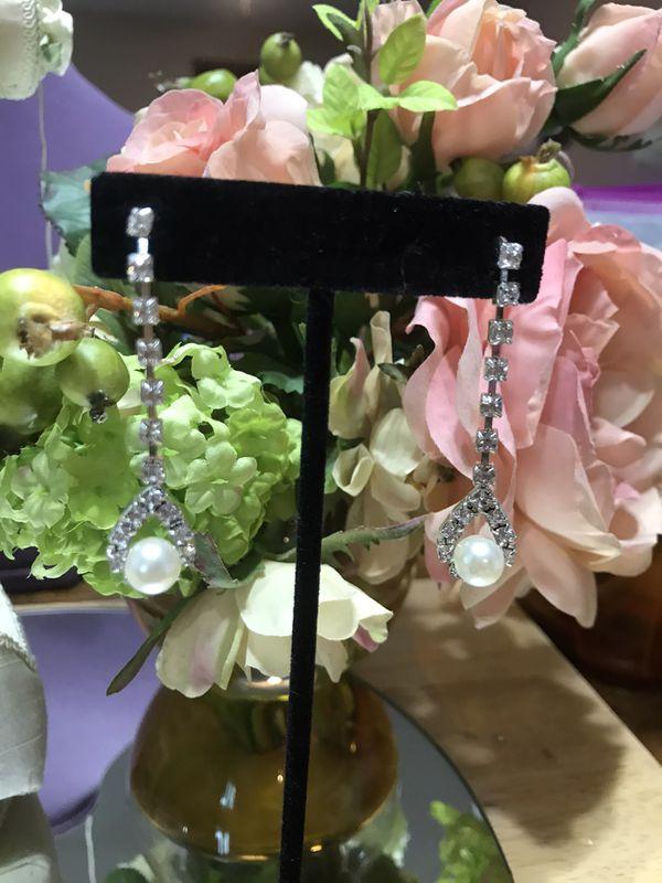 Beautiful! Silver diamond crystal Stone pearl earrings