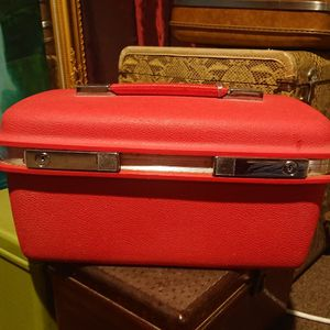 Vintage Samsonite Saturn Train Case Red Luggage Travel for Sale in Vacaville, CA