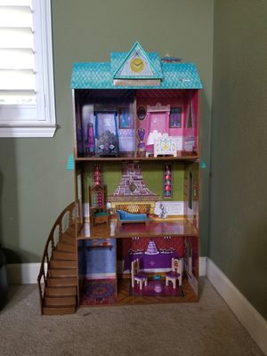 Elsa and Anna doll house, doll house. for Sale in Roseville, CA
