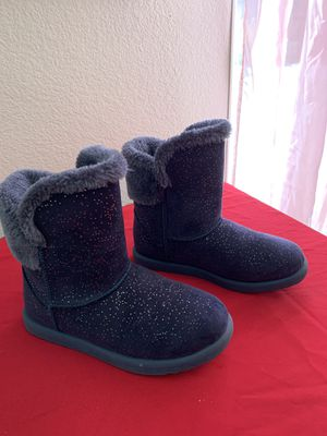 Litte girl cozy boots size 2 for Sale in Victorville, CA